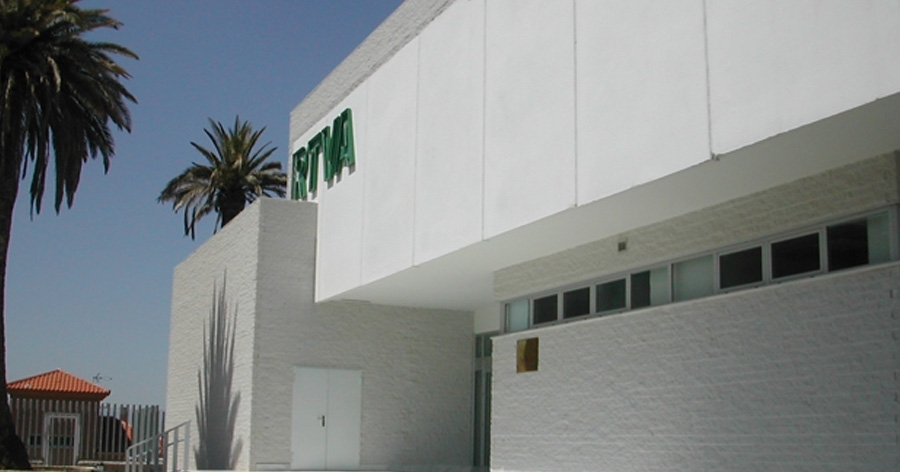 Proyecto y Dirección de Obra de RTVA Canal Sur. Granada. 2002.