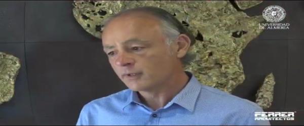 José Ángel Ferrer hablando en la Universidad de Almería sobre la Humanización del Espacio Agoindrustrial
