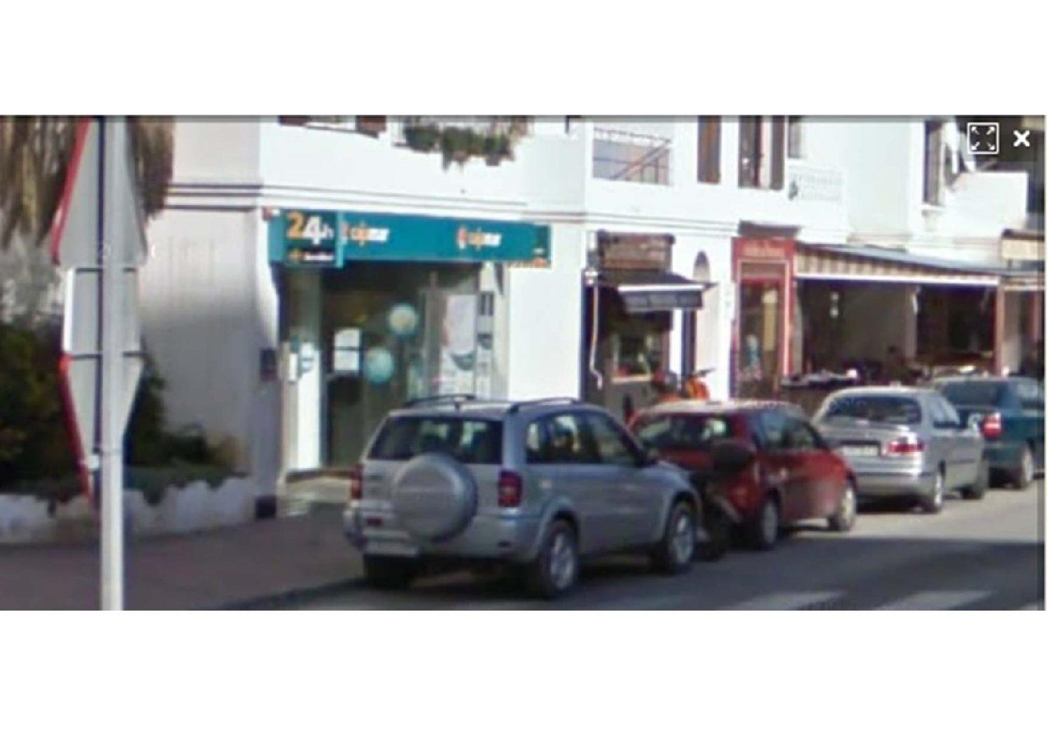 Proyecto y Dirección de Obra deOficina de Cajamar en c/ Azucarera. Vélez-Málaga. 2007.