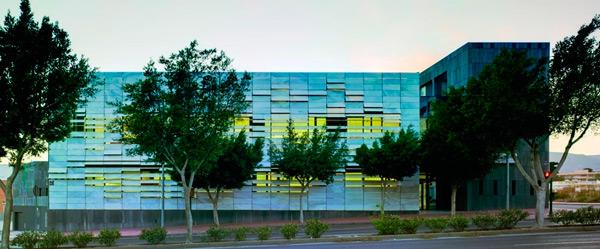 El Centro de Salud Mediterráneo Norte en Architizer