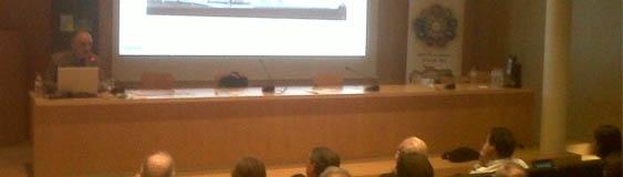 José Ángel Ferrer da una conferencia sobre arquitectura deportiva en Granada.
