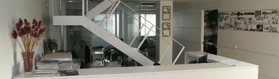 Mención Premio Arco 2002-03 por adaptación de dos viviendas a estudio de Arquitectura.